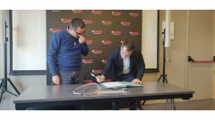 Andrea Colombi- Country Manager Yamaha - firma l'accordo