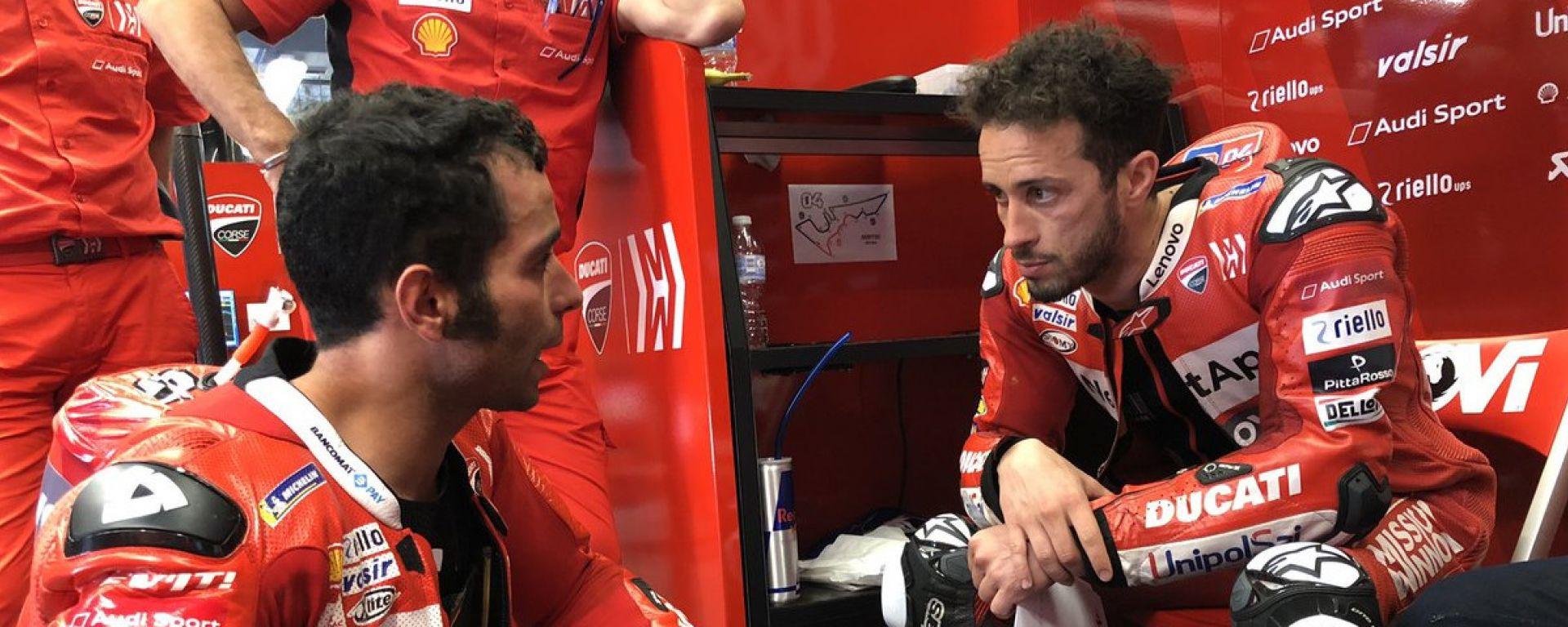 Andrea Dovizioso e Danilo Petrucci confabulano dopo il GP delle Americhe