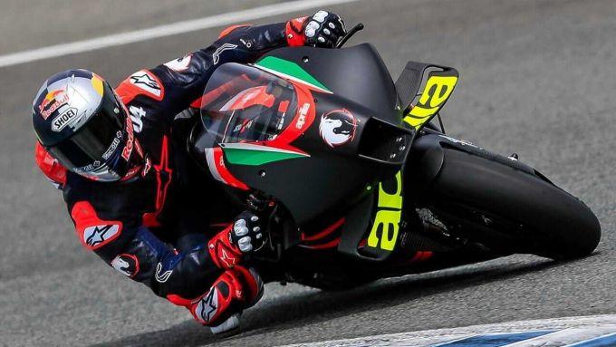 Andrea Dovizioso in sella all'Aprilia nel test di Jerez del 12 aprile 2021