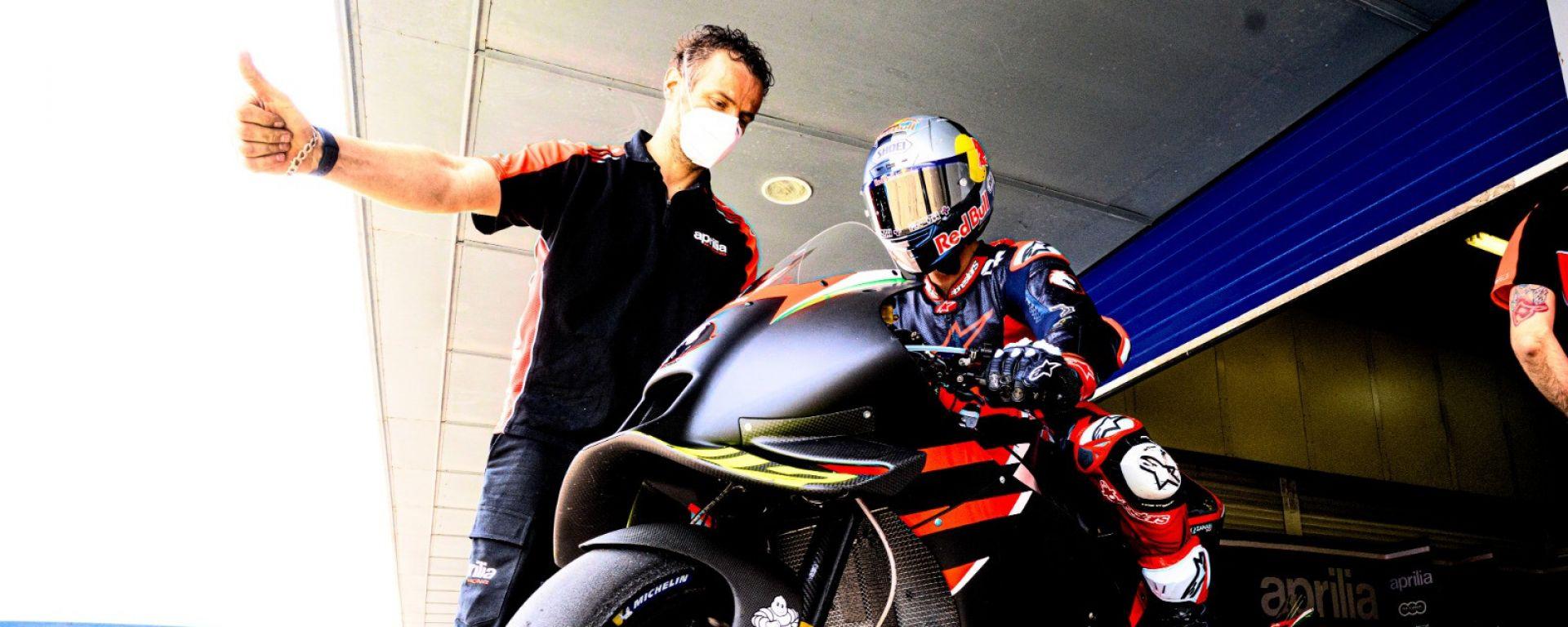 Andrea Dovizioso nel test con l'Aprilia a Jerez