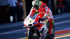 Andrea Iannone in staccata con la Ducati MotoGP