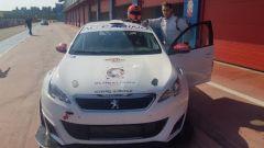 Andrea Palazzo di fianco alla sua Peugeot 308 Racing Cup