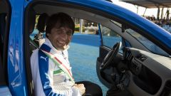 Antonio Conte, ct della Nazionale, guida la Fiat Pandazzurri