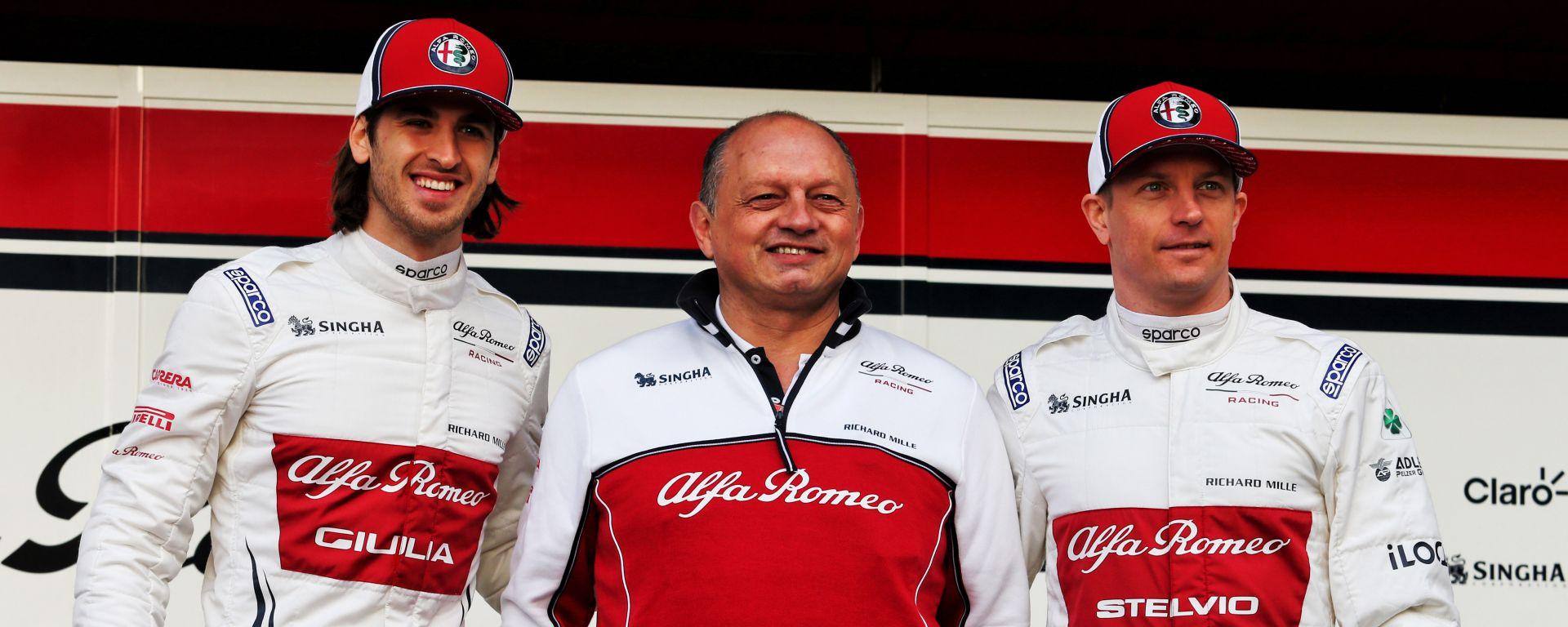 Antonio Giovinazzi, Frederic Vasseur e Kimi Raikkonen alla presentazione dell'Alfa Romeo Racing