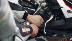 Aprilia Riding Academy: focus su come impugnare il manubrio