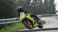 Aprilia RS 660: il giallo le dona