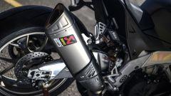 Aprilia RSV4 1100 Factory 2019: lo scarico Akrapovic in titanio