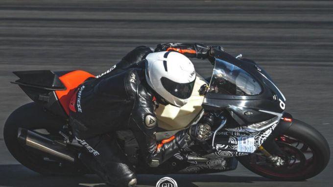 Aprilia RSV4 2021, le appendici aerodinamiche XXL