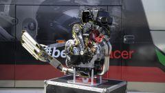 Aprilia RSV4 RF 2017, motore bicilindrico