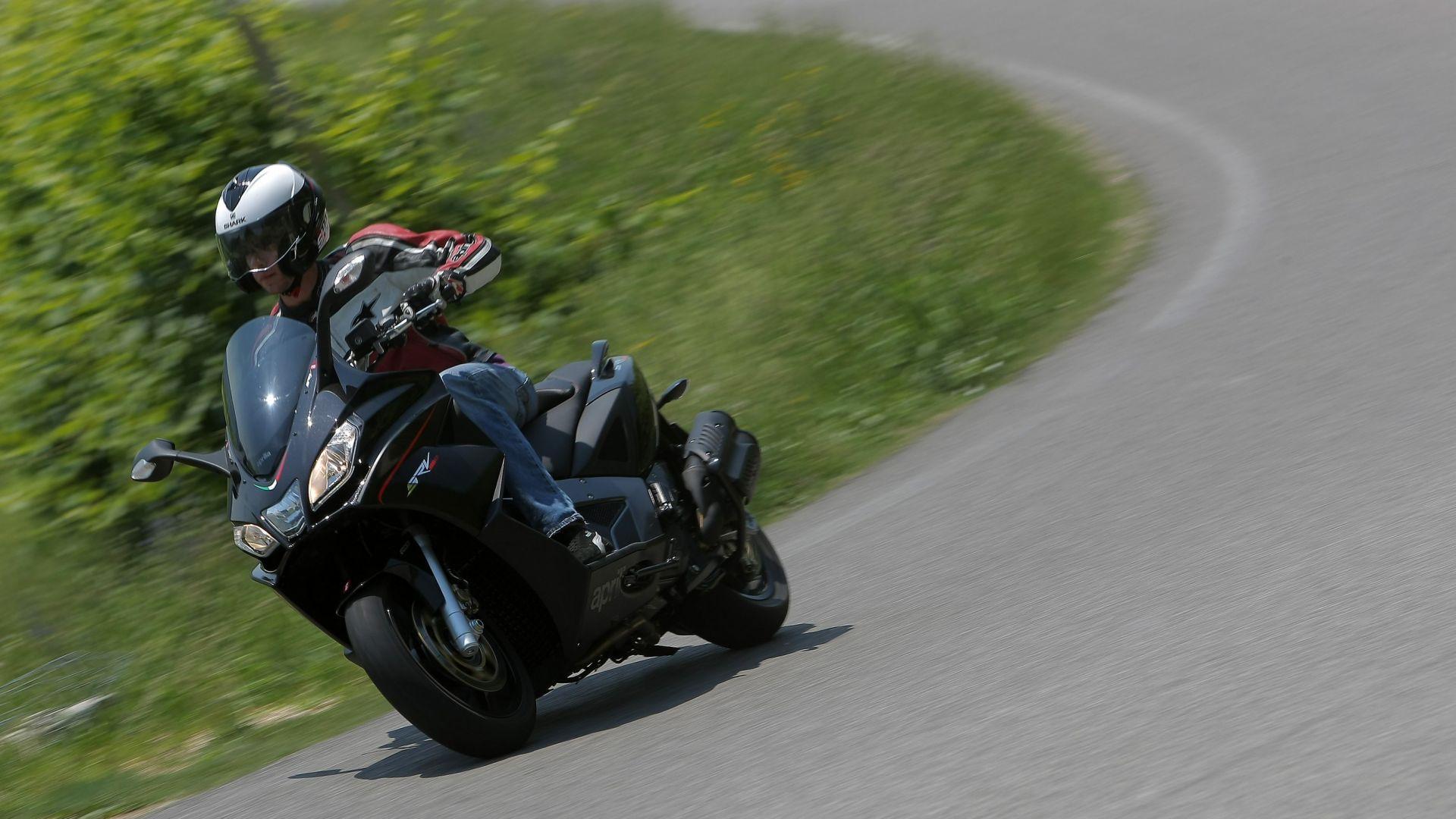 Immagine 2: Aprilia SRV 850 ABS/ATC