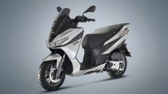 Aprilia SXR 50, nelle forme ricorda gli scooter GT
