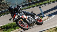 Aprilia Tuono Factory 2017: prova, dati, prezzo [VIDEO] - Immagine: 1