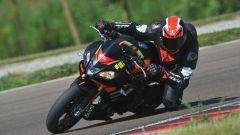 Aprilia Tuono V4 1100 Factory con Pirelli Diablo Superbike SC3