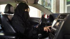 Arabia Saudita, le donne potranno guidare auto moto e camion