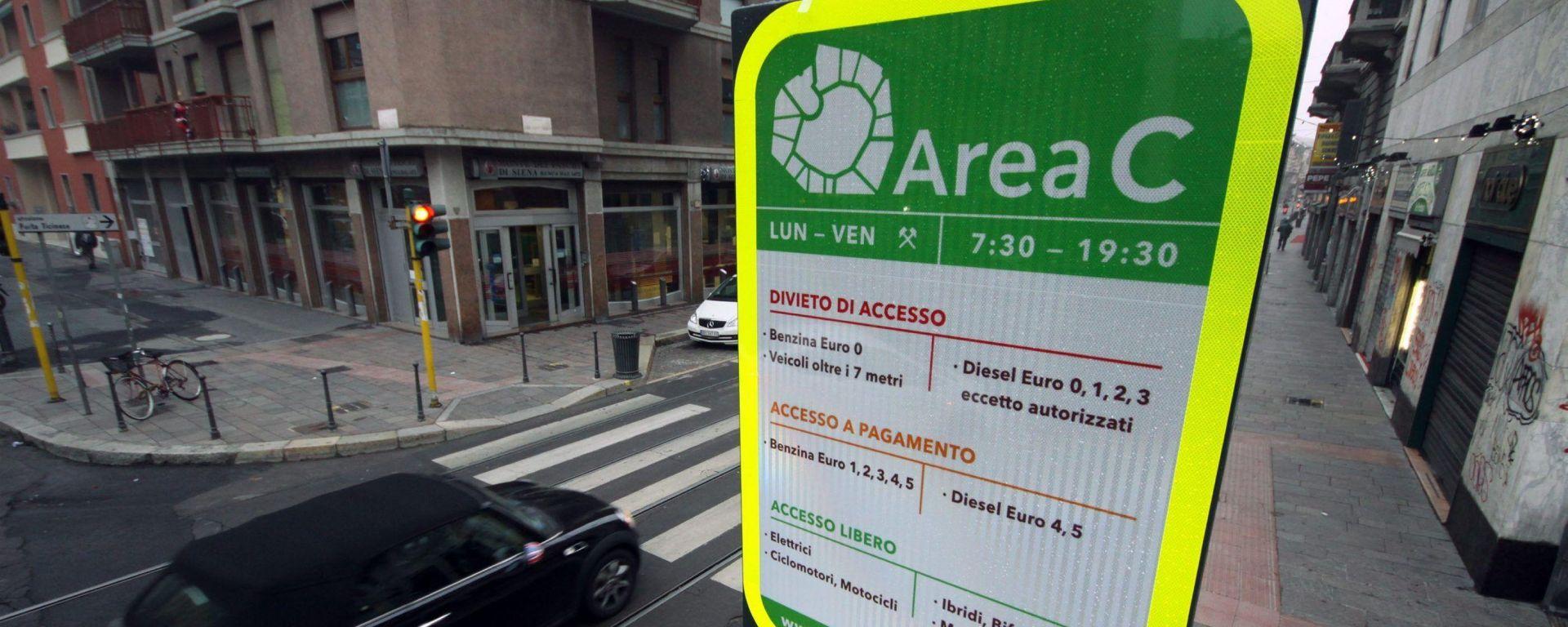 Area C: da febbraio pagheranno anche auto a GPL e metano. Accessi chiusi per diesel Euro 4 senza fap