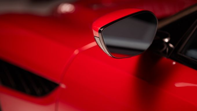 Aston Martin CES 2020: l'alloggiamento di una telecamera nel guscio dello specchio esterno