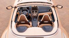 Aston Martin DB11 Volante, a cielo aperto con un V8 AMG - Immagine: 18