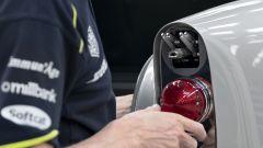 Aston Martin DB5 Goldfinger Continuation: ecco cosa c'è sotto la luce posteriore