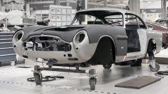 Aston Martin DB5 Goldfinger Continuation: la Job 1 pronta per il montaggio