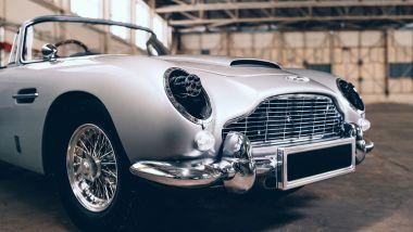 Aston Martin DB5 Junior, le mitragliatrici dai fari