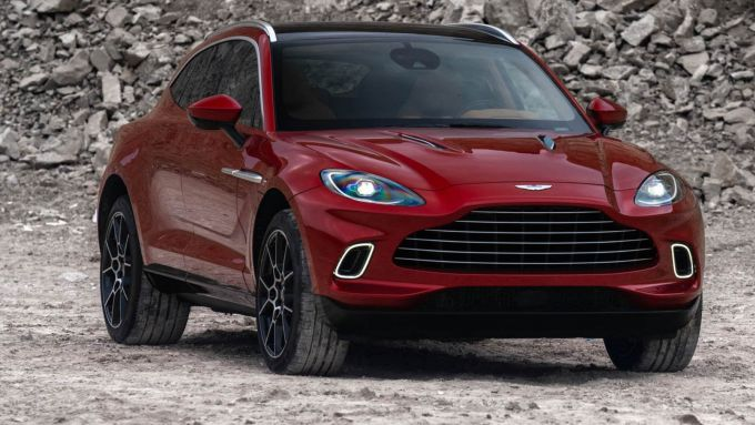 Aston Martin DBX, dal 2025 anche full electric?