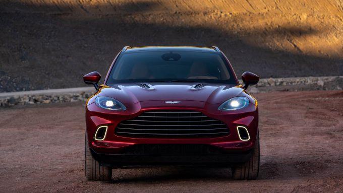 Aston Martin DBX frontale