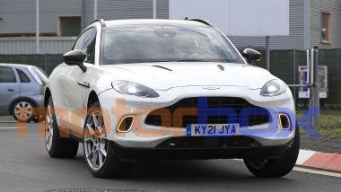 Aston Martin DBX mild hybrid: le foto spia del SUV inglese
