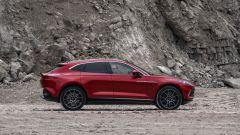 Aston Martin DBX: visuale laterale