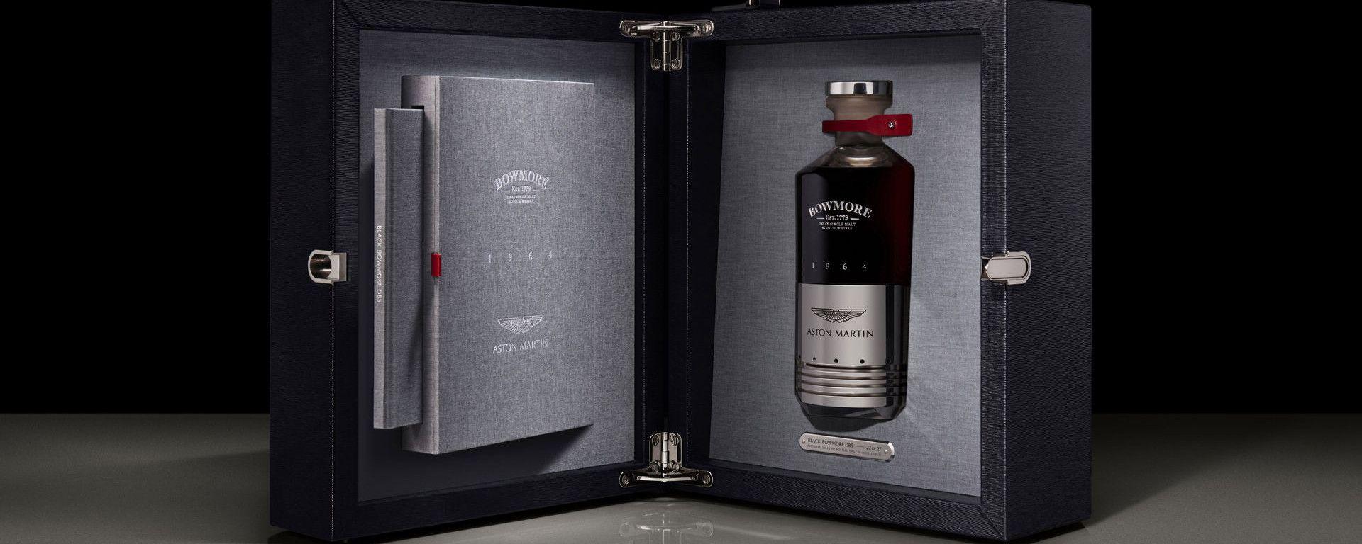 Aston Martin e Bowmore: il pregiato cofaneto in pelle pieno fiore che contiene il whisky