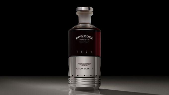 Aston Martin e Bowmore: il whisky nel pistone della DB5