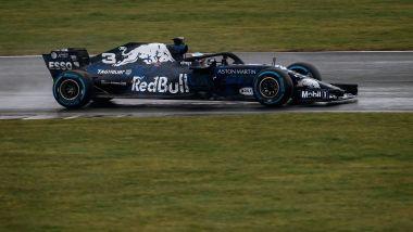 Aston Martin Red Bull Racing RB14, in pista con Daniel Ricciardo