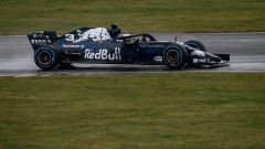Aston Martin Red Bull Racing RB14, in pista con Daniel Ricciardo