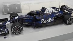 Aston Martin Red Bull Racing RB14, vista laterale