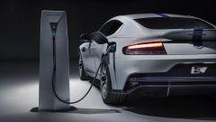 Aston Martin come Ferrari: prima elettrica nel 2025. Ultime news