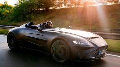 Aston Martin V12 Speedster: motore anteriore centrale da 700 CV
