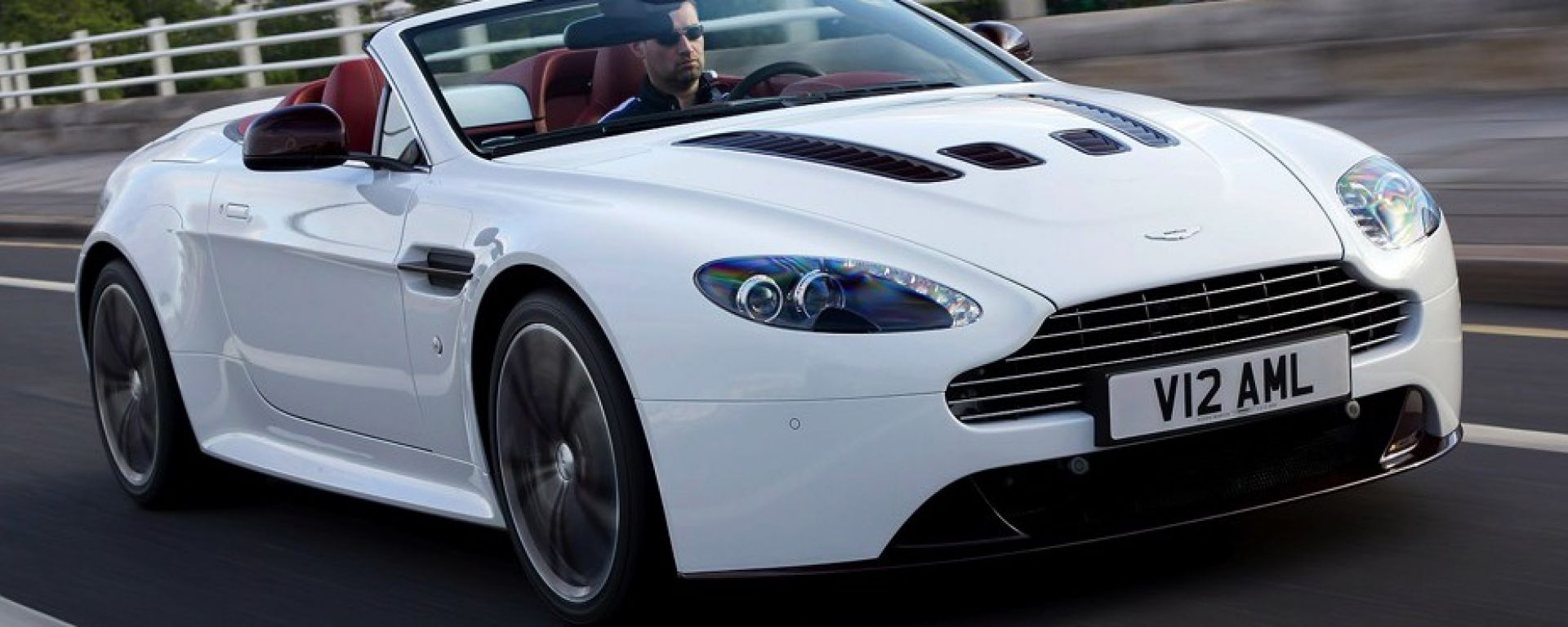 Aston Martin V12 Vantage Roadster, nuove foto e dati