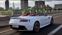 Aston Martin V12 Vantage Roadster, nuove foto e dati - Immagine: 21