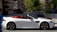 Aston Martin V12 Vantage Roadster, nuove foto e dati - Immagine: 17
