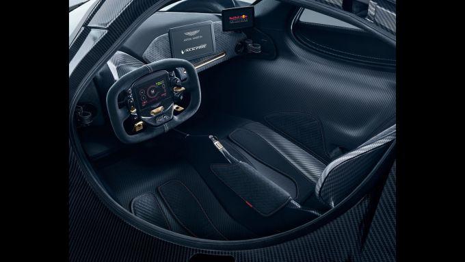 Aston Martin Valkyrie: l'abitacolo della hypercar ibrida