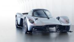 Aston Martin Valkyrie: si noti la canalizzazione dei flussi del frontale