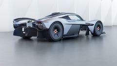 Aston Martin Valkyrie: si noti la canalizzazione dei flussi tra le ruote anteriori