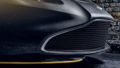 Aston Martin Vantage 007 Edition: il diffusore anteriore giallo
