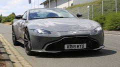 Aston Martin Vantage S: 550 CV dal fascino british - Immagine: 3