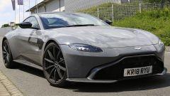Aston Martin Vantage S: 550 CV dal fascino british - Immagine: 4