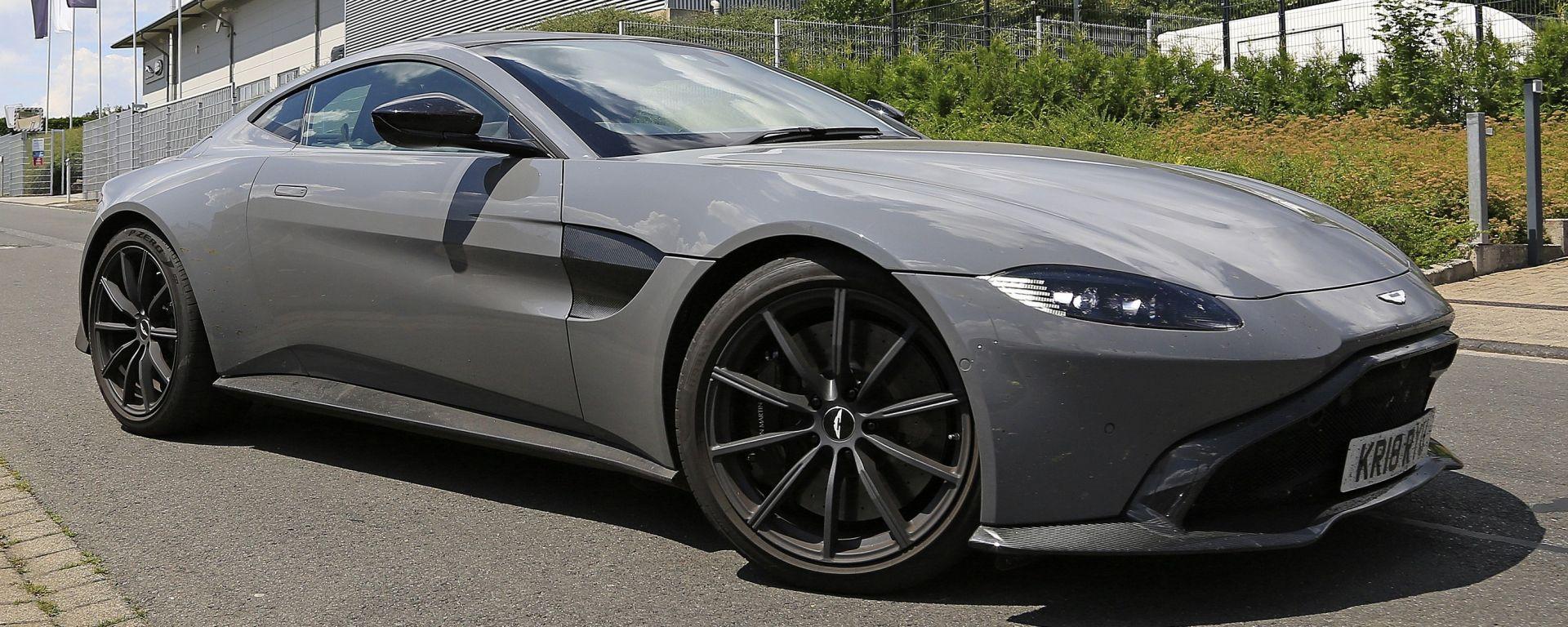 Aston Martin Vantage S: 550 CV dal fascino british
