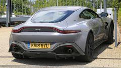 Aston Martin Vantage S: 550 CV dal fascino british - Immagine: 8