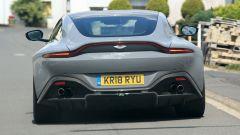 Aston Martin Vantage S: 550 CV dal fascino british - Immagine: 9