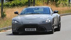 Aston Martin Vantage S: 550 CV dal fascino british - Immagine: 10
