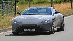Aston Martin Vantage S: 550 CV dal fascino british - Immagine: 11
