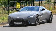 Aston Martin Vantage S: 550 CV dal fascino british - Immagine: 12